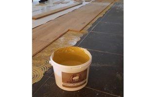 Lijmen houten vloer