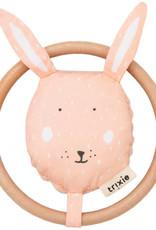 Trixie hochet Mrs. Rabbit
