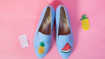 Farbenfrohe Schuhe für einen Sommerlook wie auf Ibiza