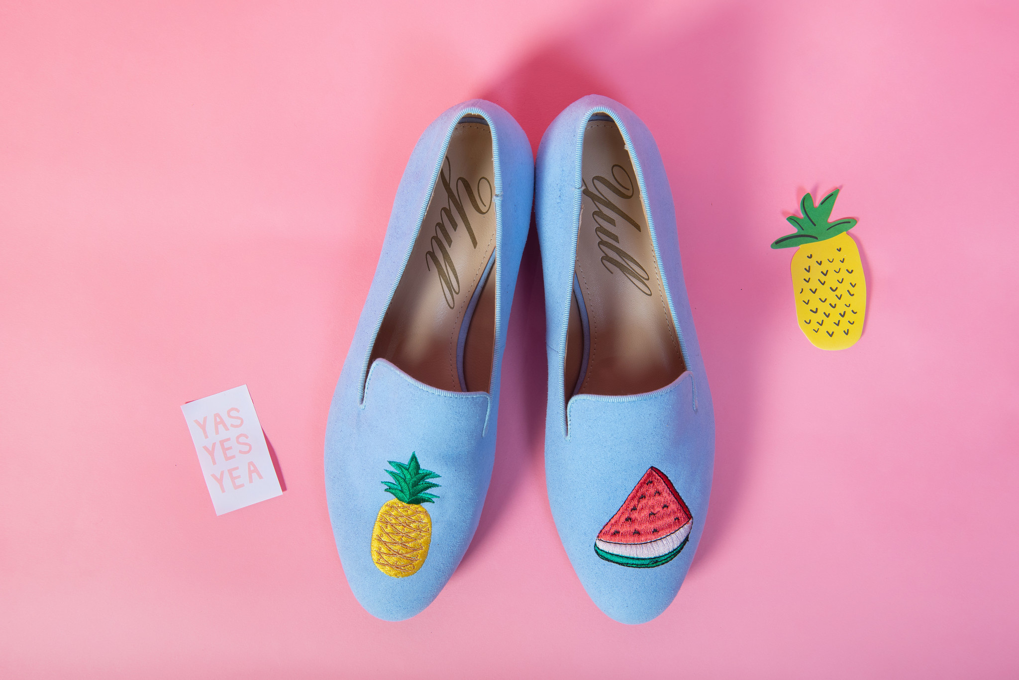 Colorful shoes for a summer look like in Ibiza