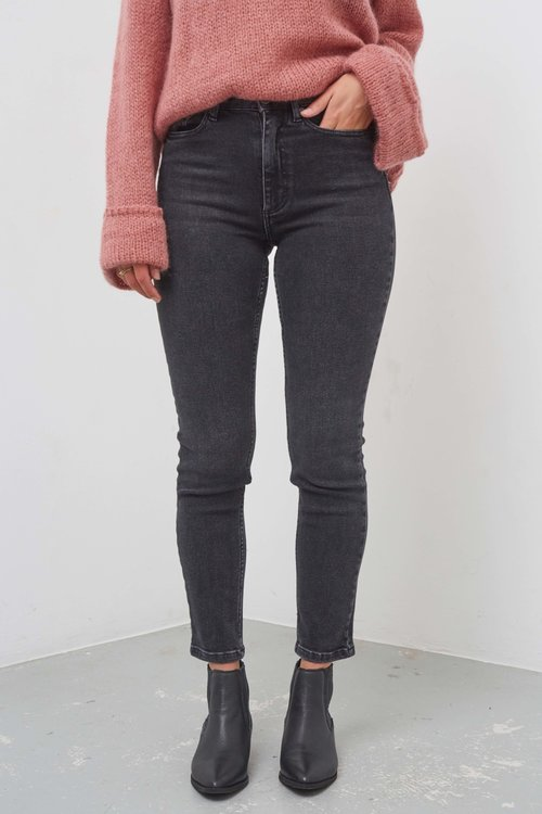 Gestuz Astrid Mom Jeans Washed Black