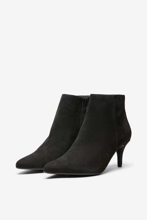 Lea Pointy Suede Boot