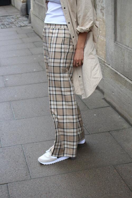 Line Pants Checked