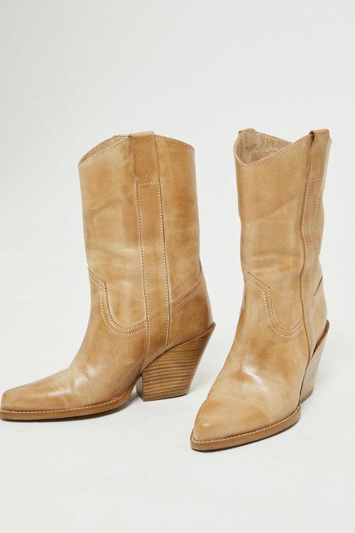 Ivylee Pixie Escuvado Boots