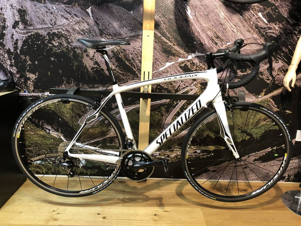 SPECIALIZED Pre-Loved Roubaix 56/Large Wht/Blk/Char Aksium Wheels