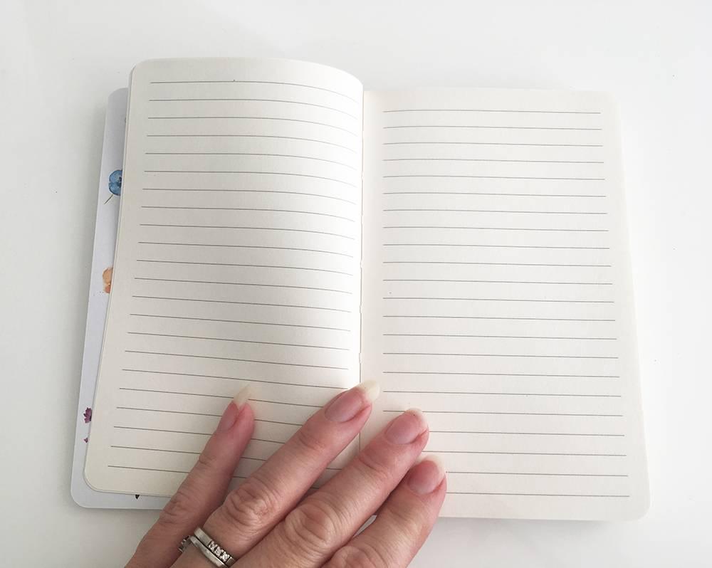 Softcover notitieboek A6 met vlinders en bloemen illustraties