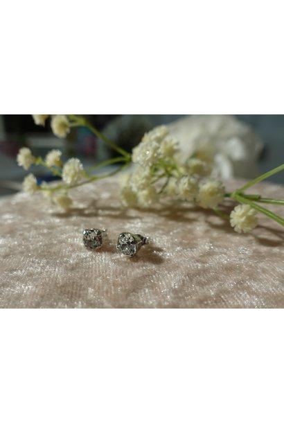 Kleine diamanten knopjes zilver