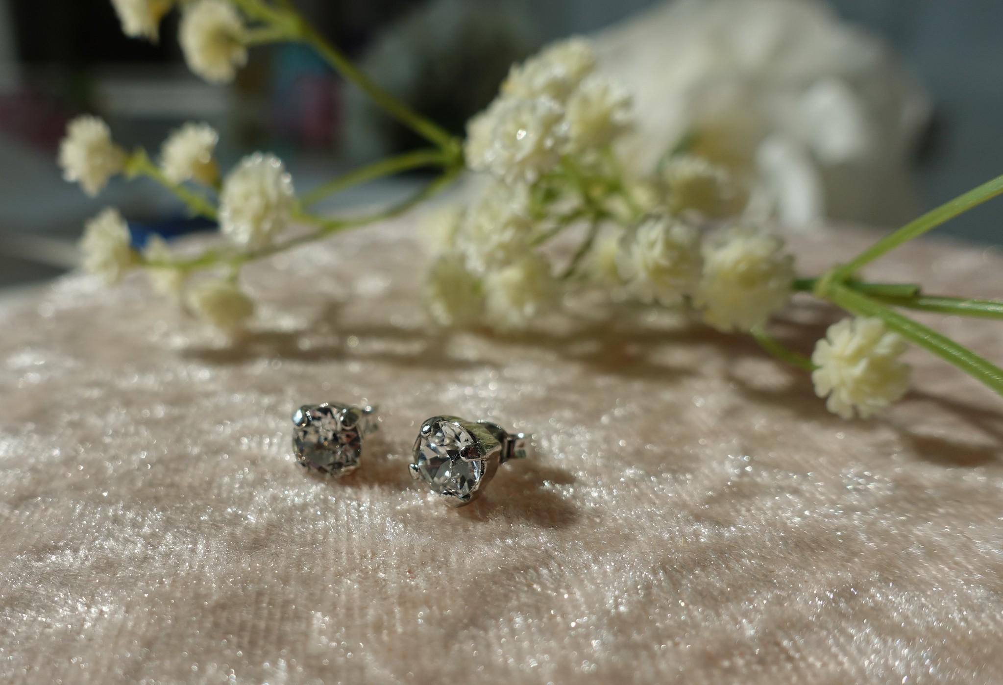 Diamanten knopjes zilver-1