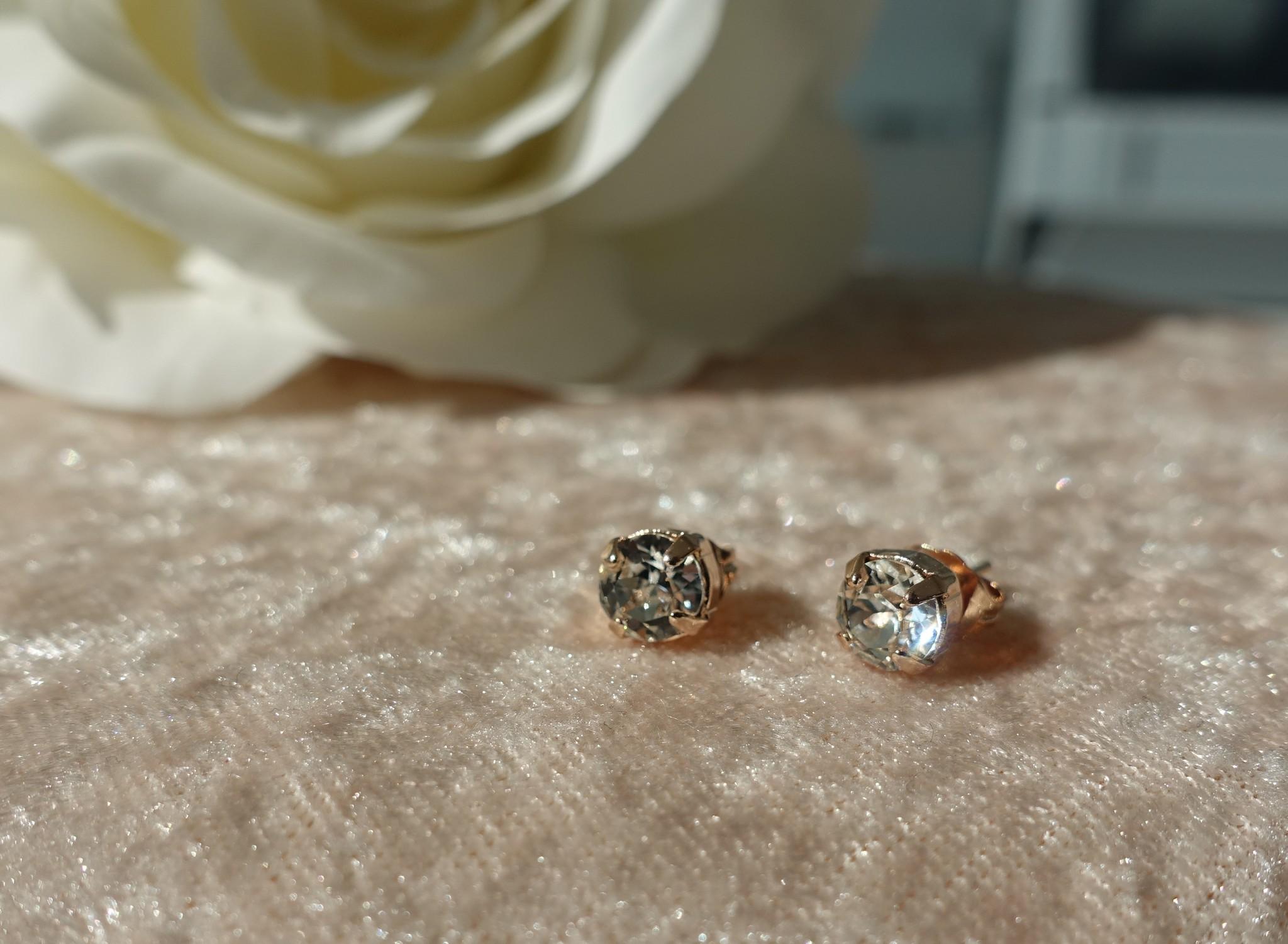 Kleine diamanten knopjes rose-1