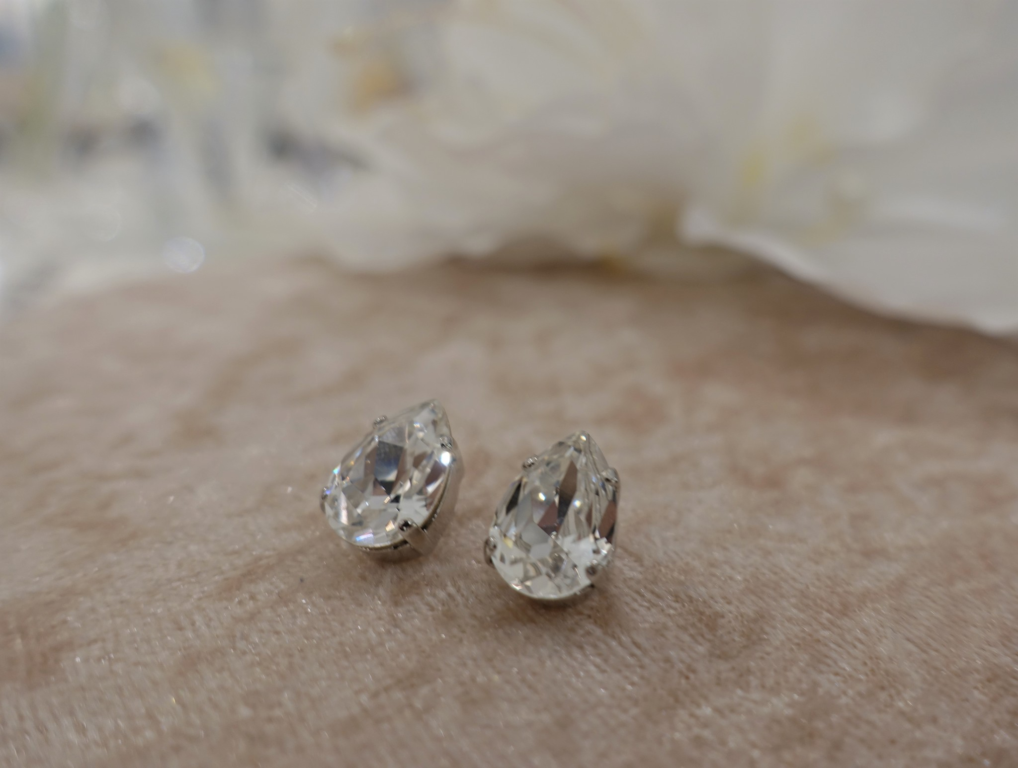 Druppelvormige diamanten knop-1