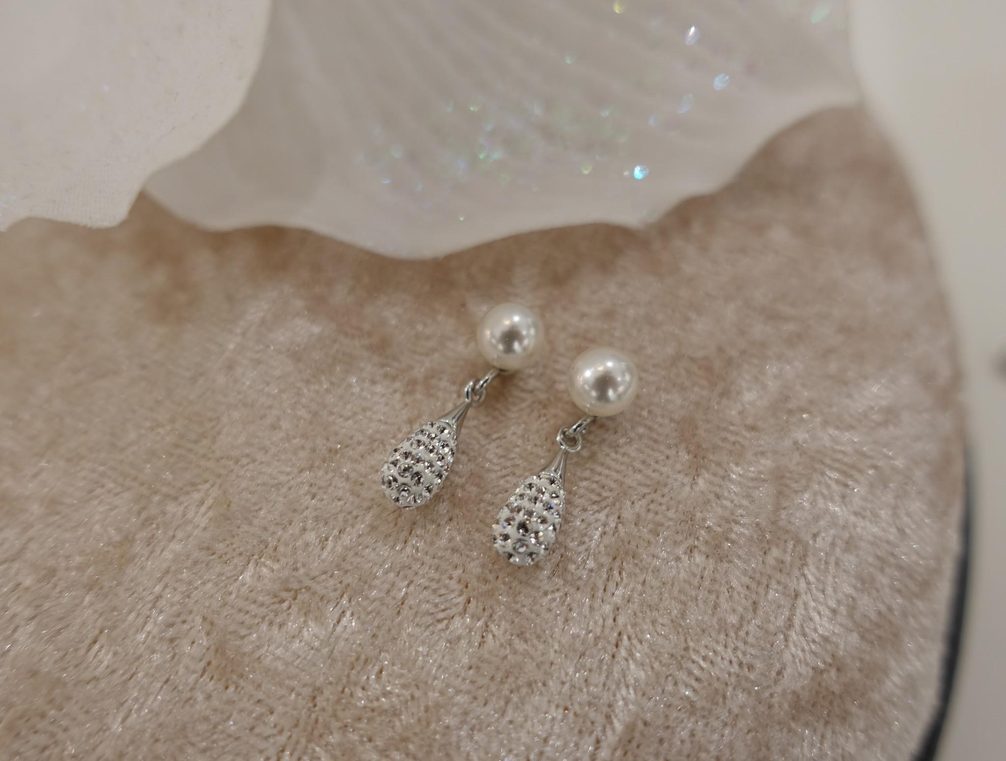 Parel knopje met diamantjes-1