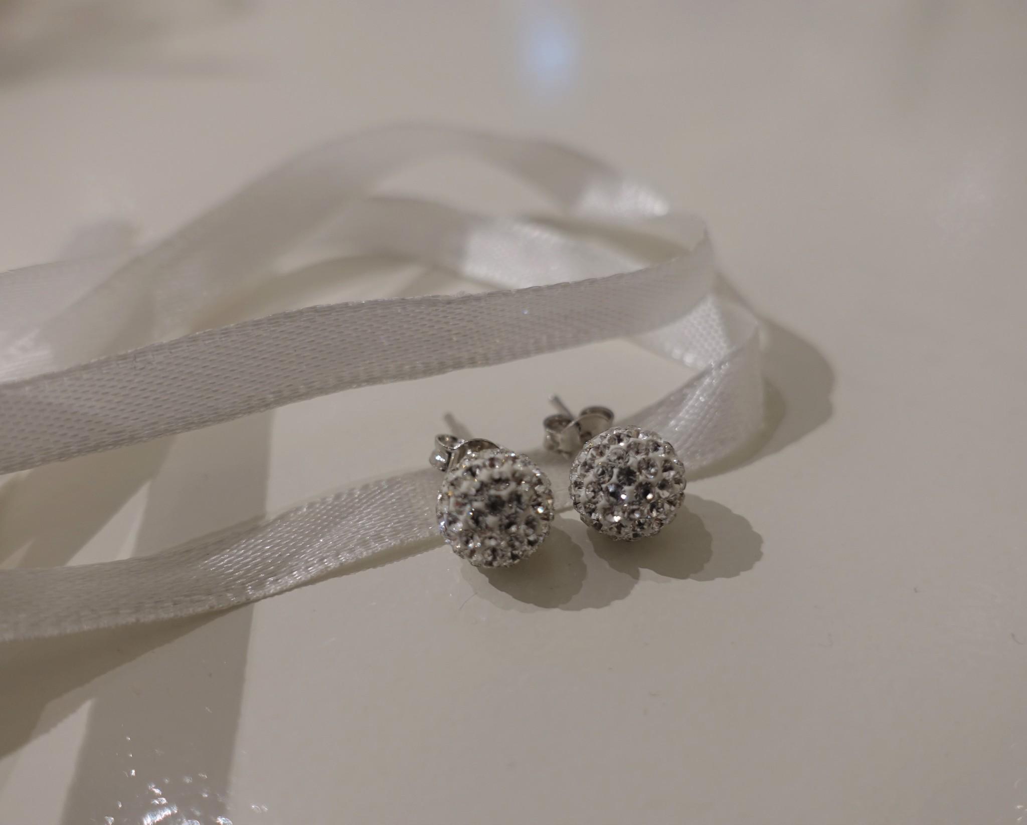 Knopjes met diamanten bolletje-1