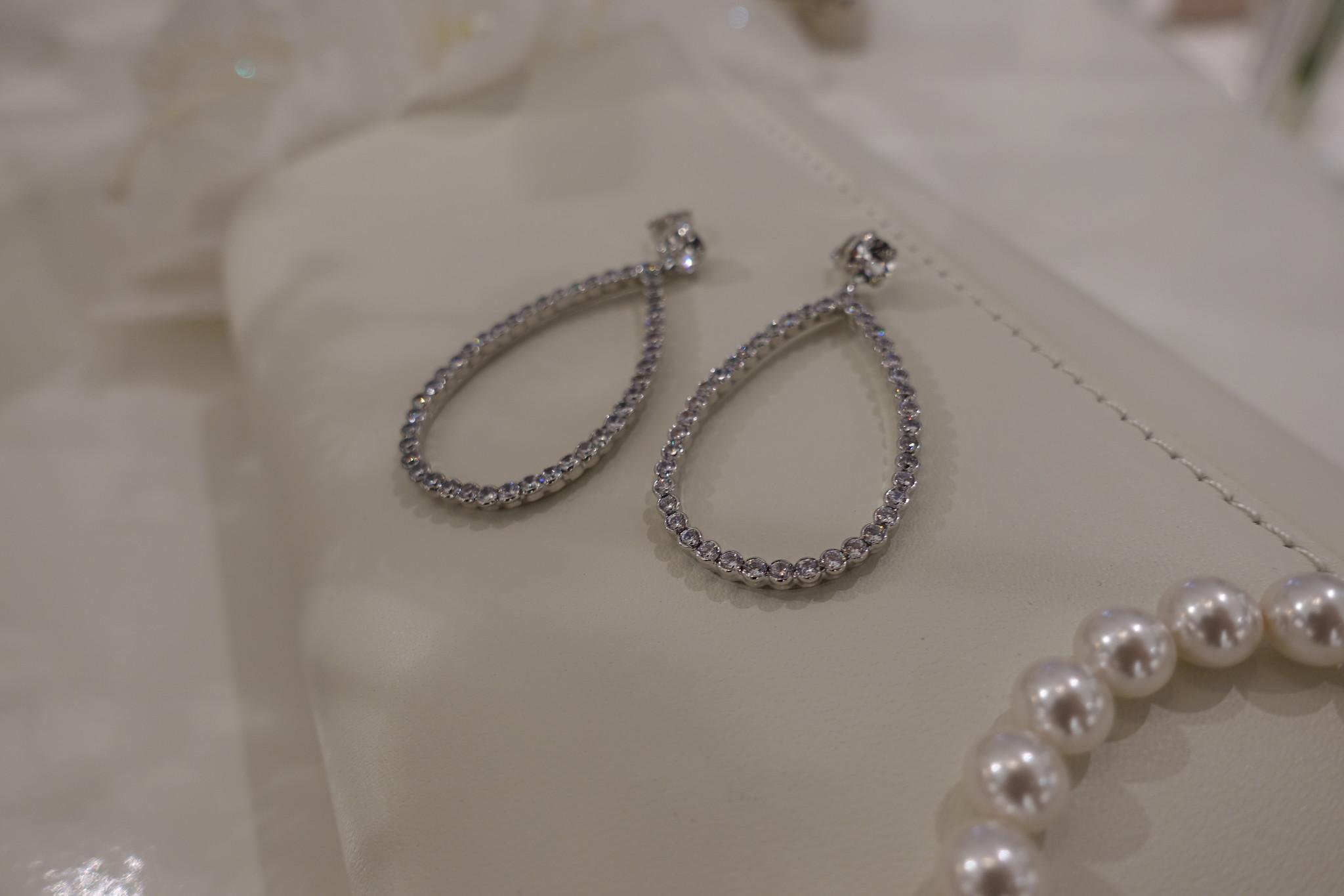 Zilveren hangers in druppelvorm-1