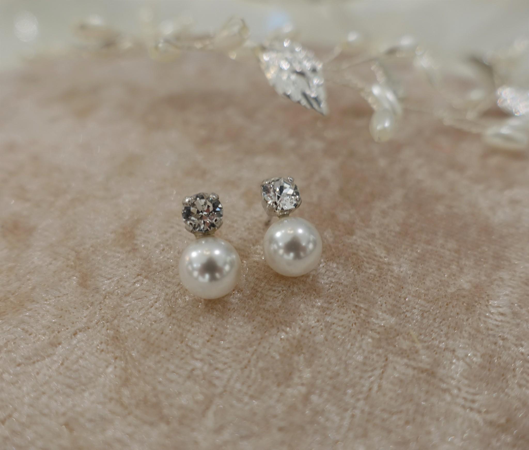 Diamanten knopjes met parels-1