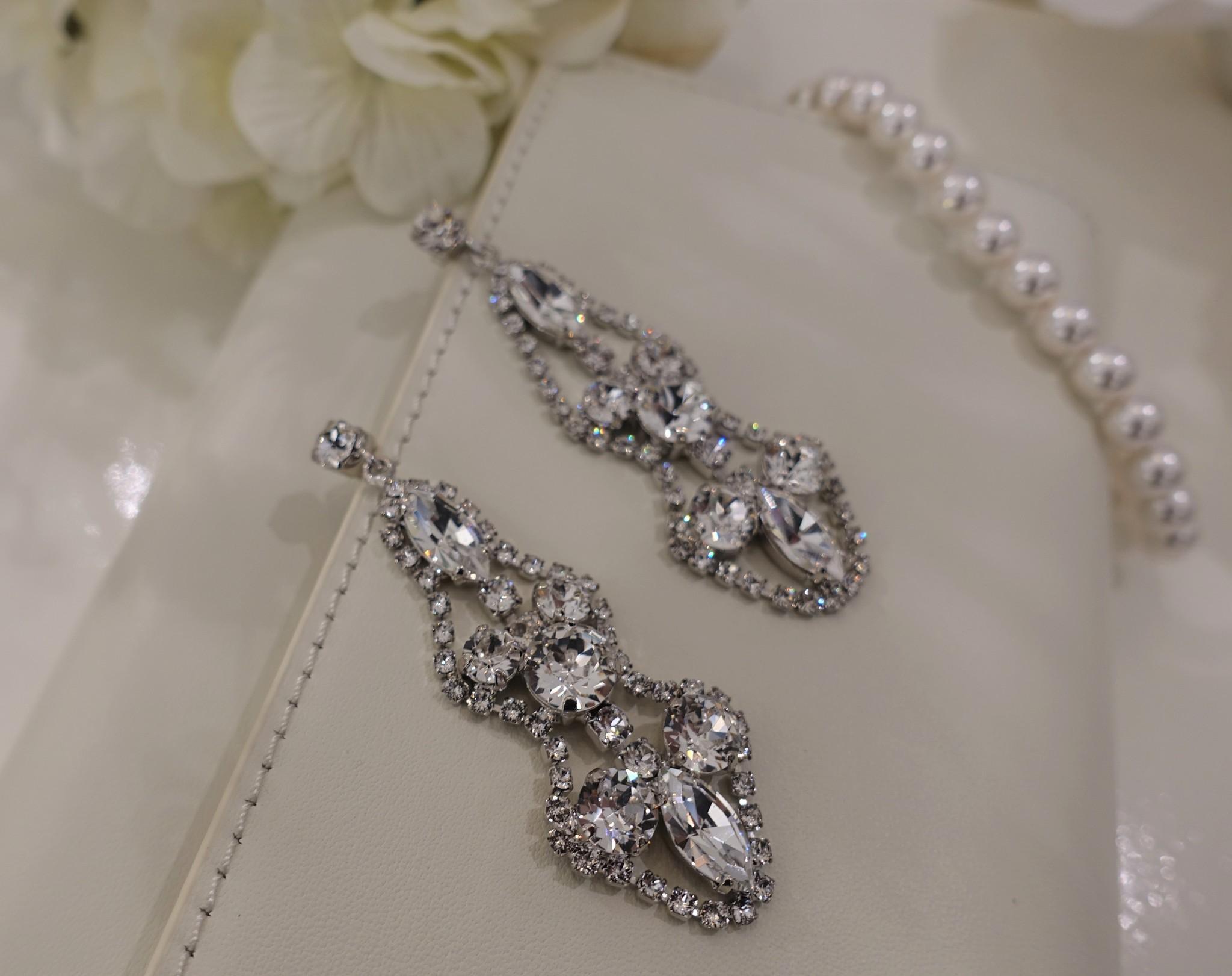 Zilveren hangers met diamanten en steentjes-1