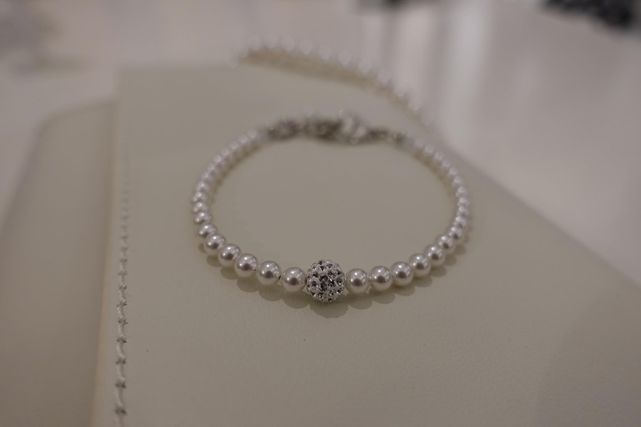 Parel armband met diamanten bolletje-1