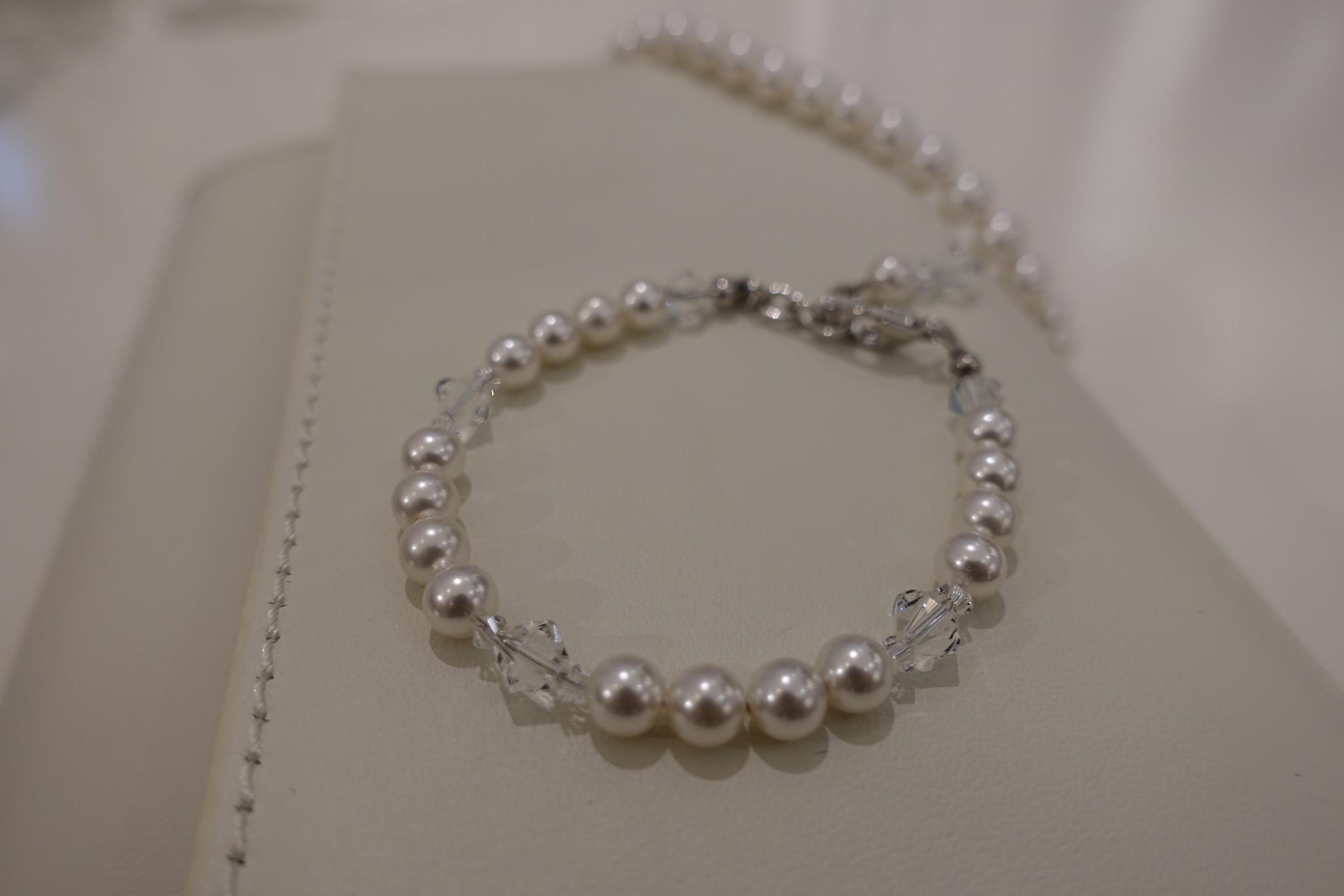 Parel armband met kristallen-1