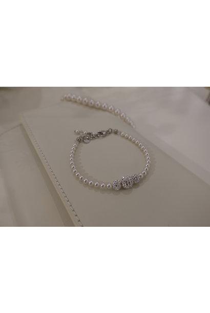 Parel armband met diamanten bolletjes