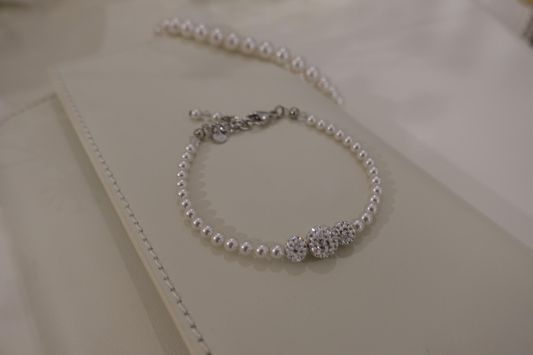 Parel armband met diamanten bolletjes-1