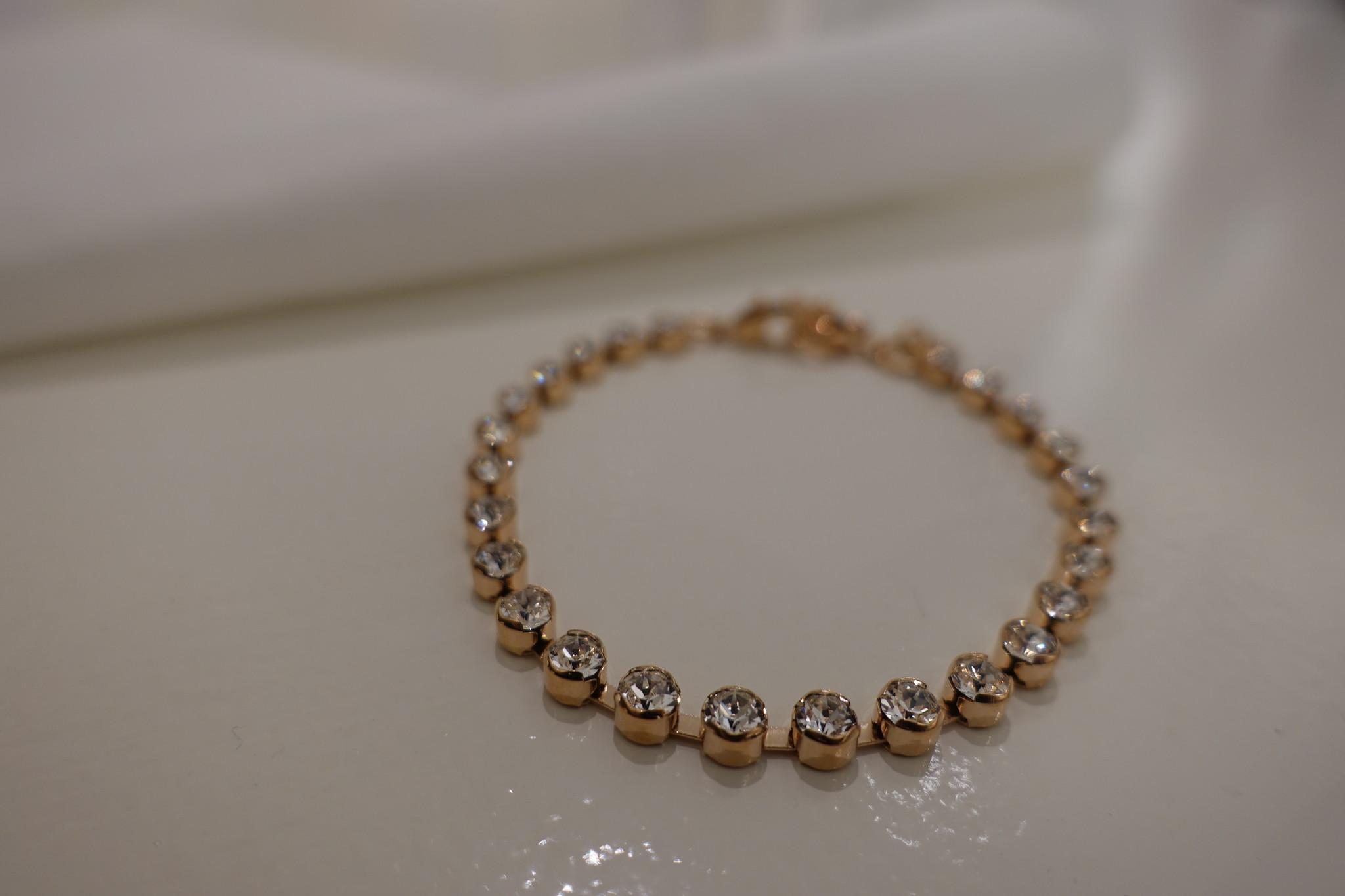 Rose armband met diamantjes, enkel-1