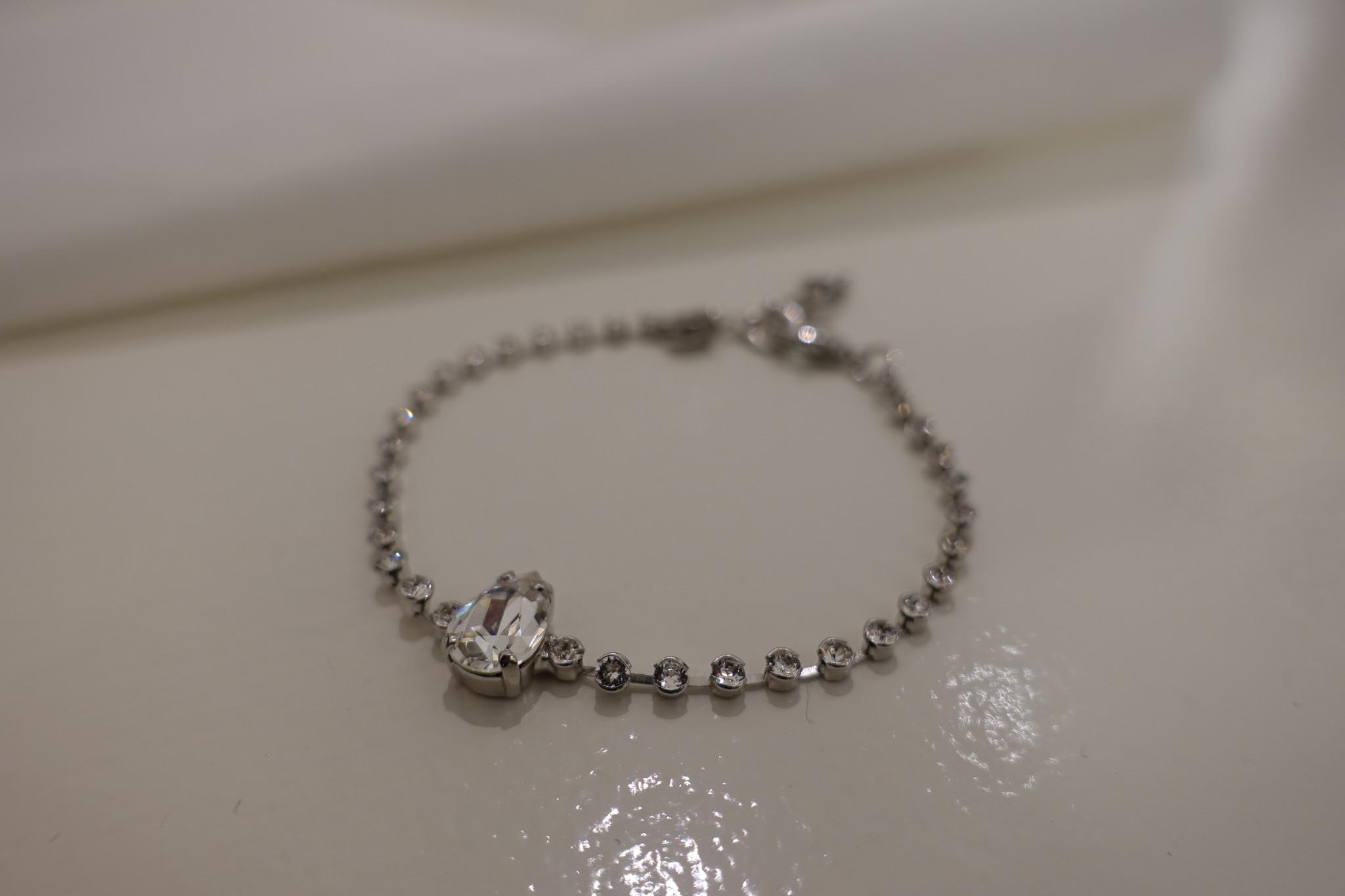 Zilveren armband met steentje in druppelvorm-1