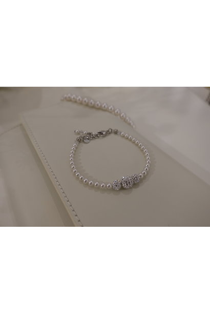 Parel armband met diamanten bolletjes