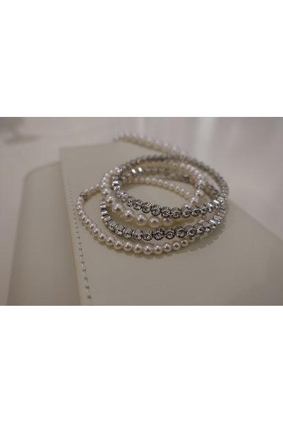 Set zilveren armbanden