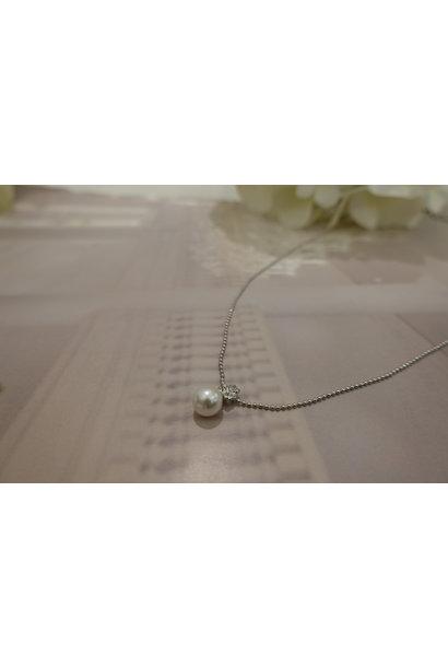 Zilveren ketting met diamantjes en parel