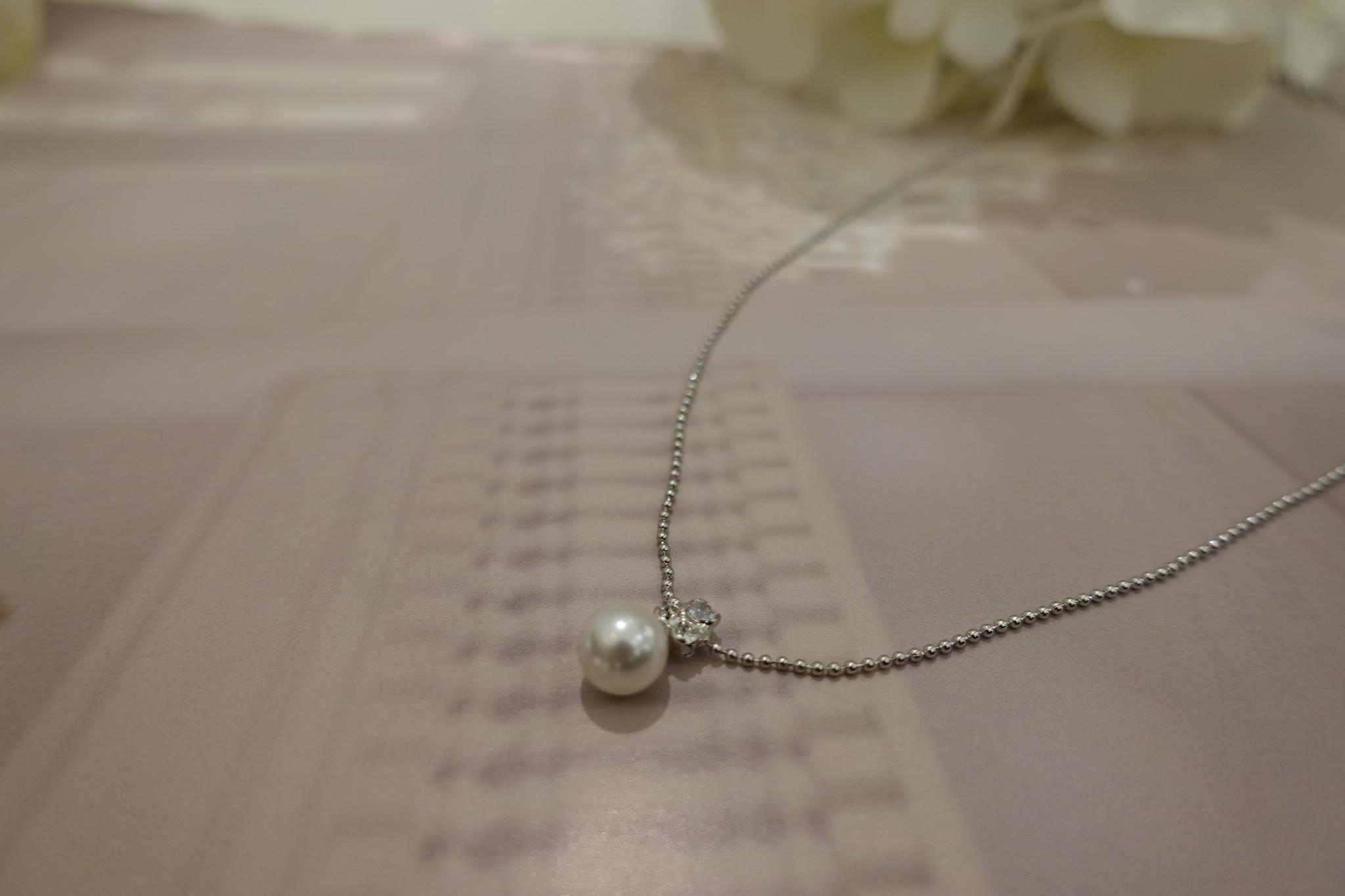 Zilveren ketting met diamantjes en parel-1