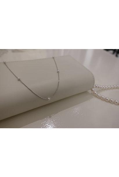 Zilveren ketting met pareltjes