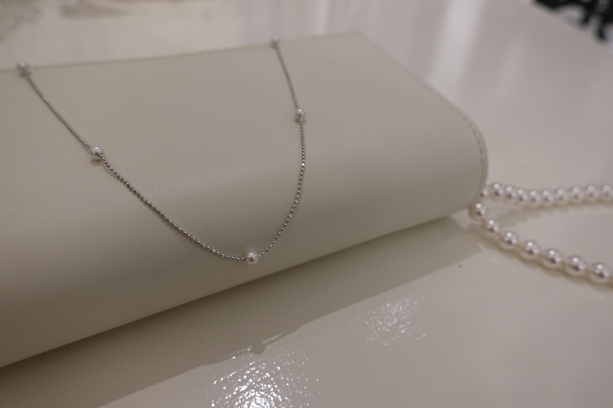 Zilveren ketting met pareltjes-1