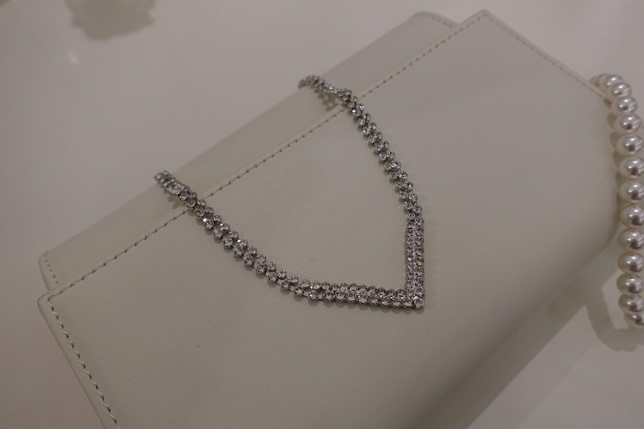 Diamanten V ketting-1