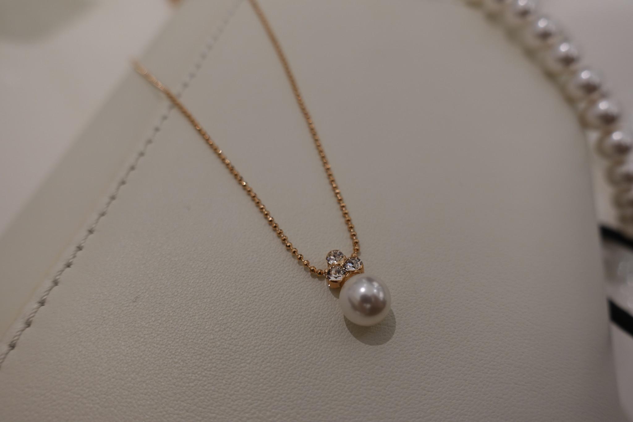 Rose ketting met diamantjes en parel-1