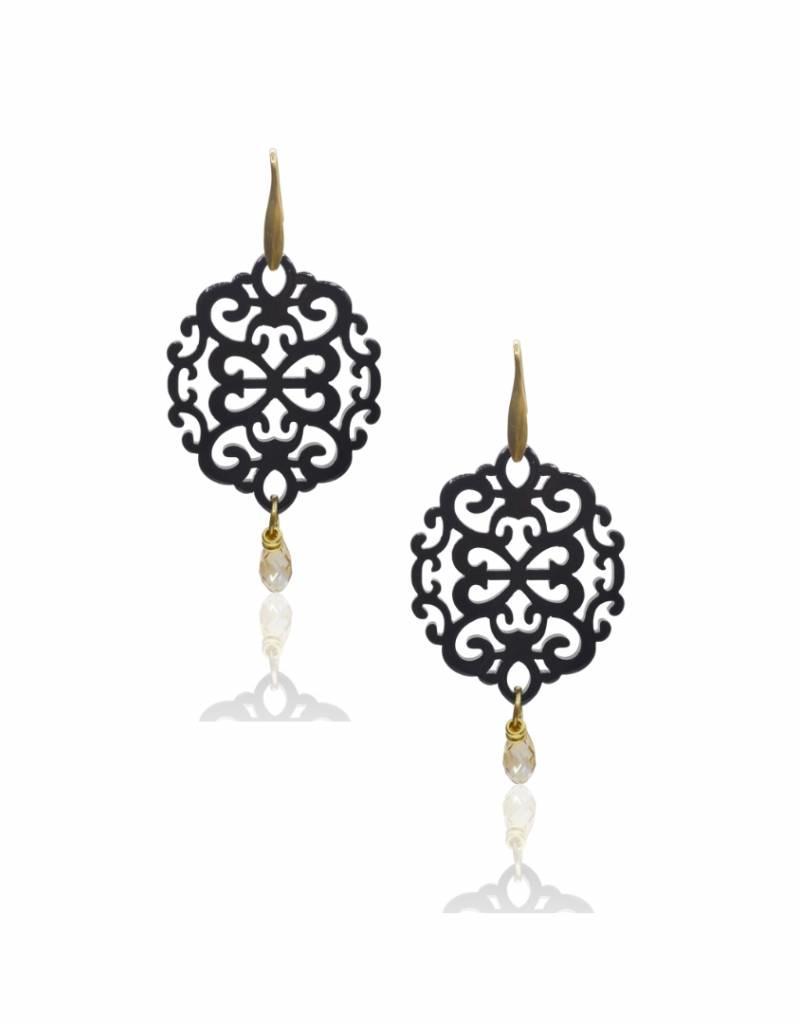 Laila oorbellen van zwart resin en kristal