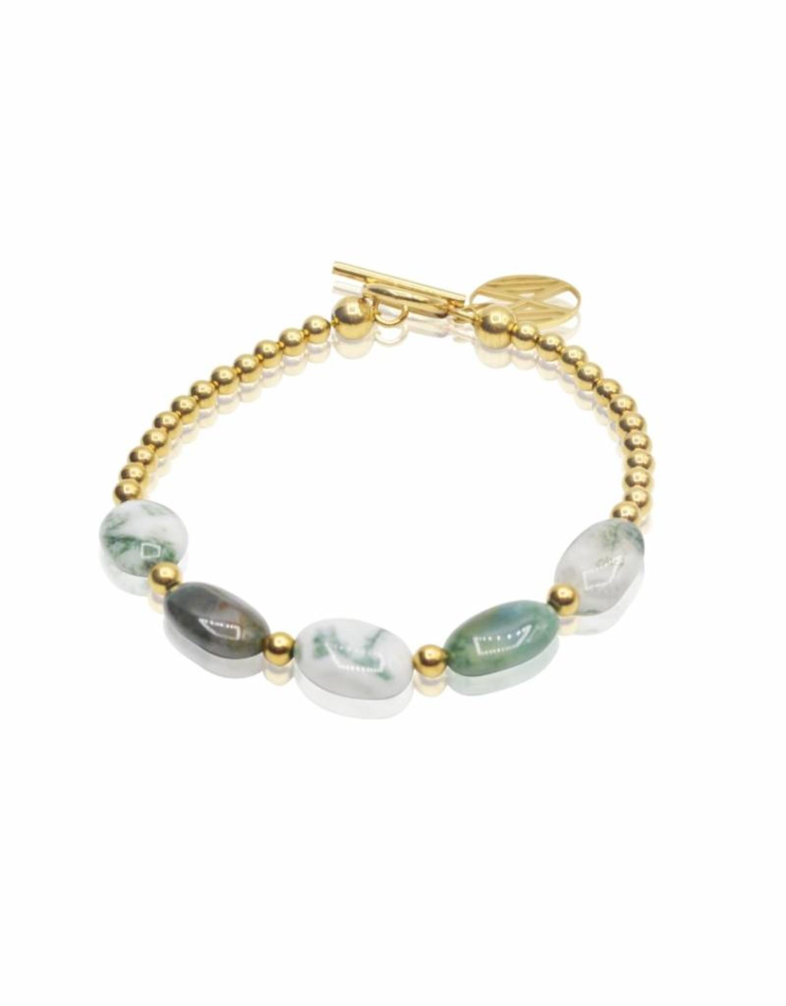 Armband van agaat en gouden kralen met slotje.