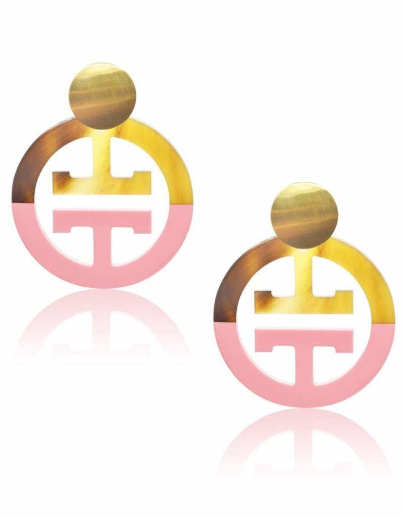Thalassa  oorbellen in roze gelakt en natuurlijk  buffelhoorn
