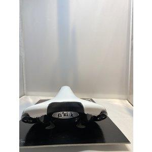 Fizik Race Fizi Aliante Gamma K:ium zadel 140 mm wit/zwart