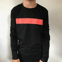 longsleeve round collar with front print black