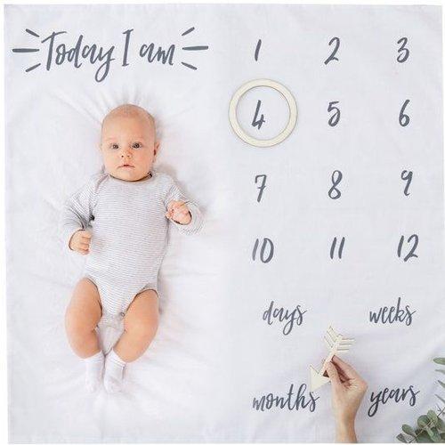 Ginger Ray Baby milestone kleed met houten  cirkel en pijl