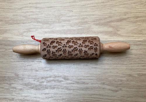 Folkroll Deegrol met hulst / hulstbladeren