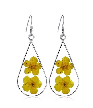 Earrings with dried flowers