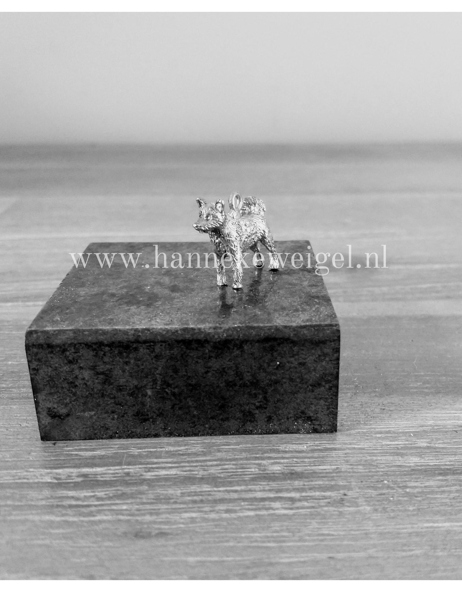 Handmade by Hanneke Weigel Sterling silver akita inu