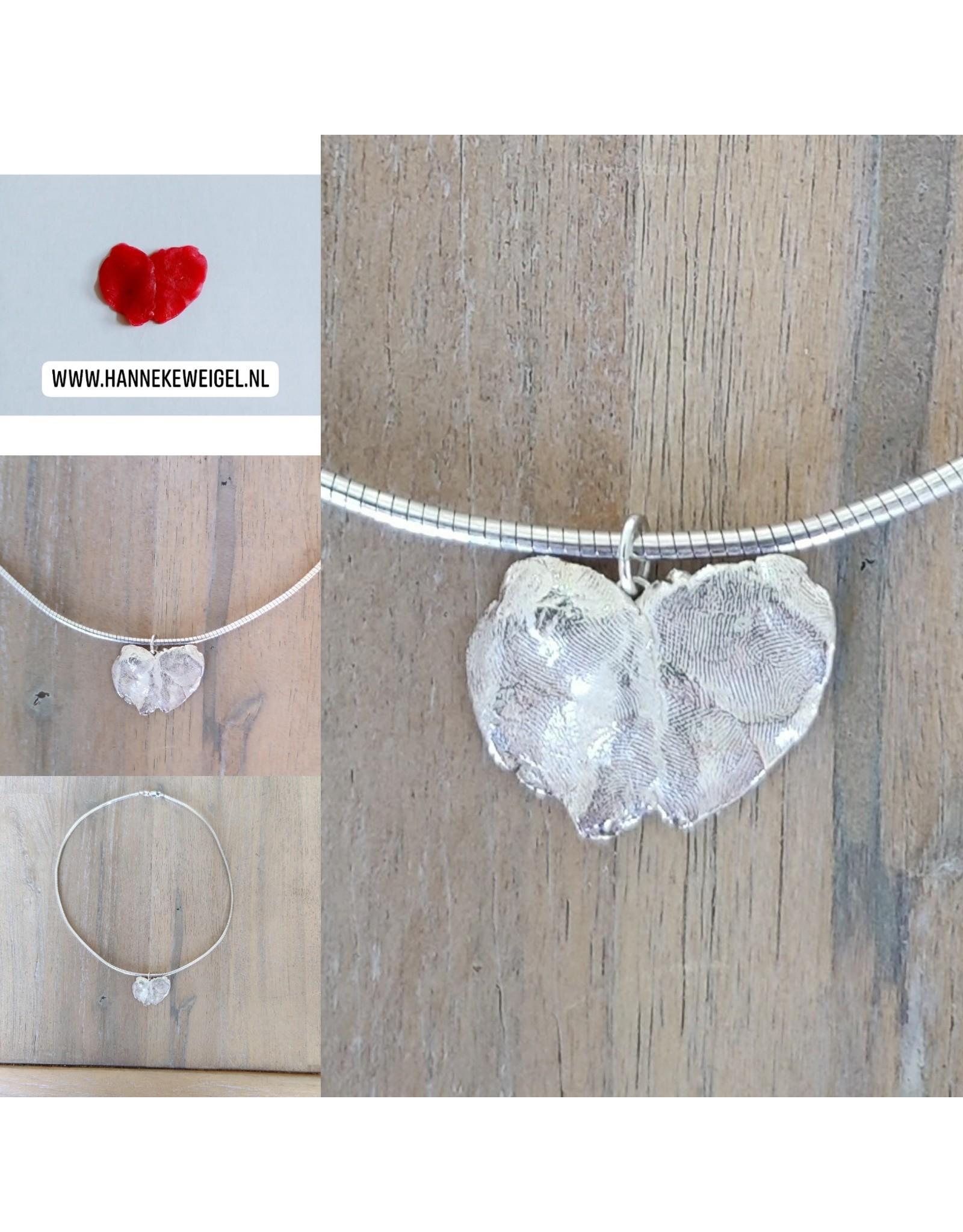Handmade by Hanneke Weigel Mooie momenten. Maak zelf een zilveren hanger