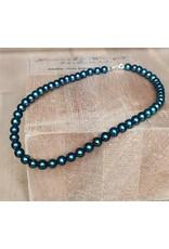 Handmade by Hanneke Weigel Pearl necklace petrol tones