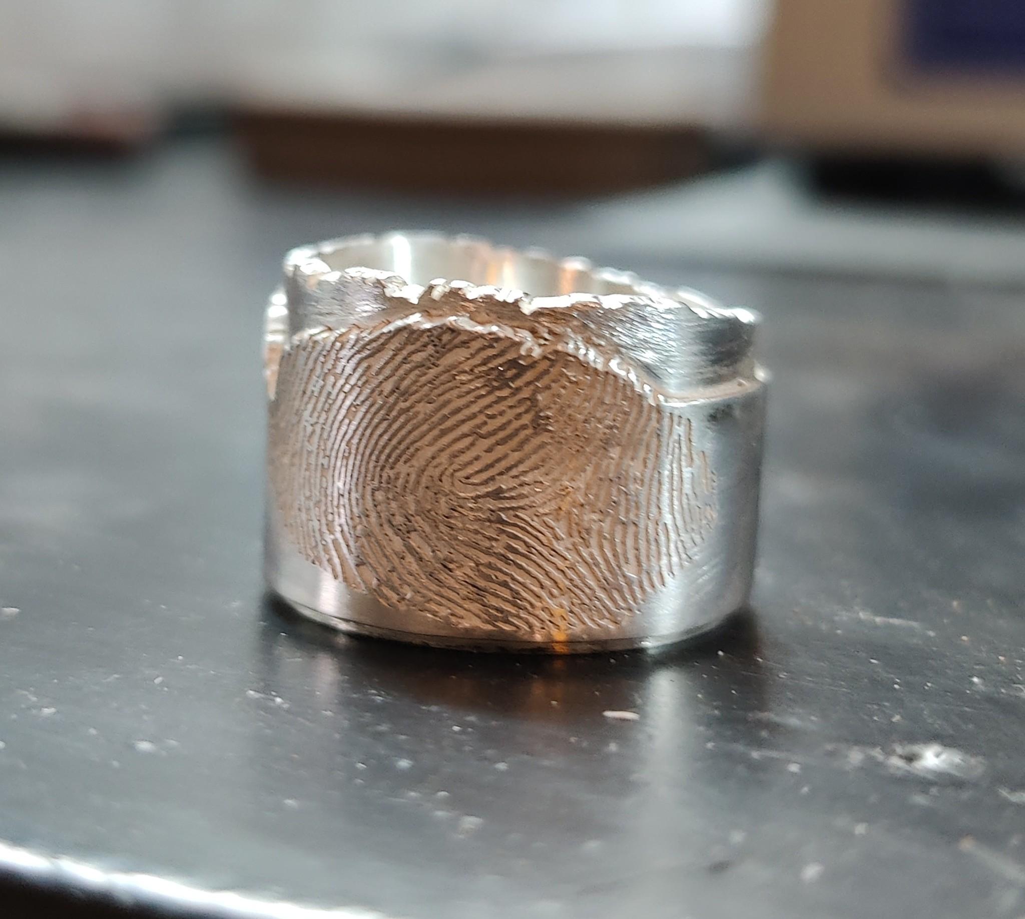 Ring gelaserd met vingerafdruk Ring lasered fingerprint