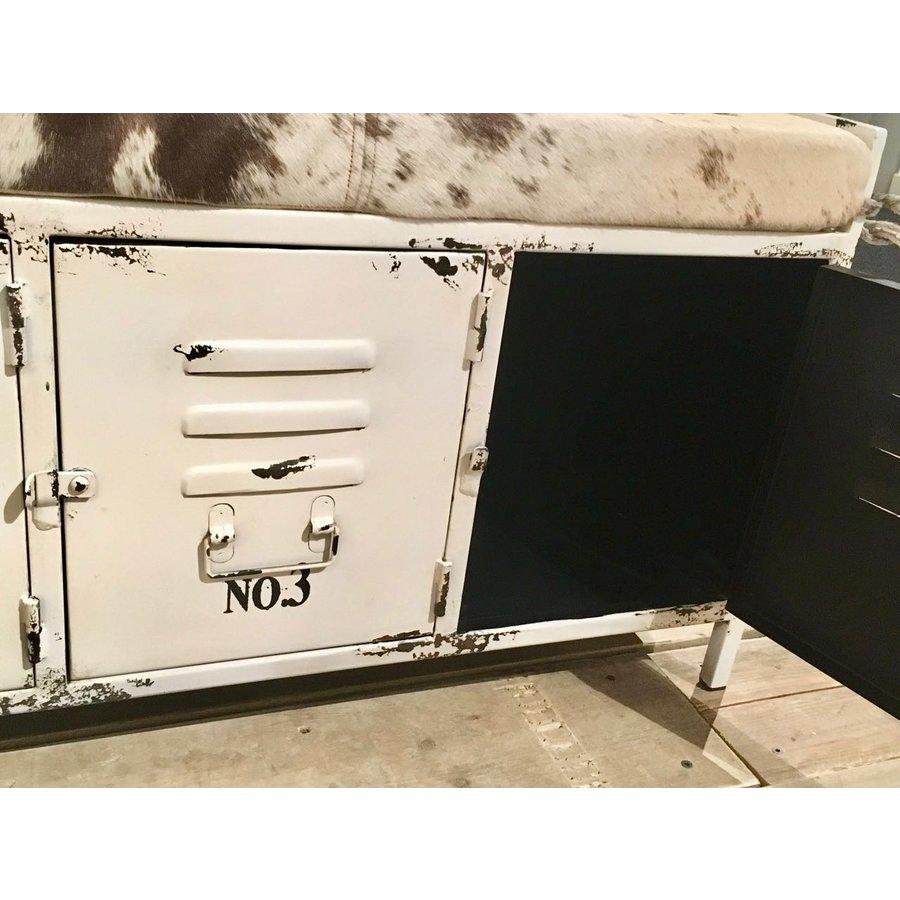 Bankje wit metaal en koeienhuid-4