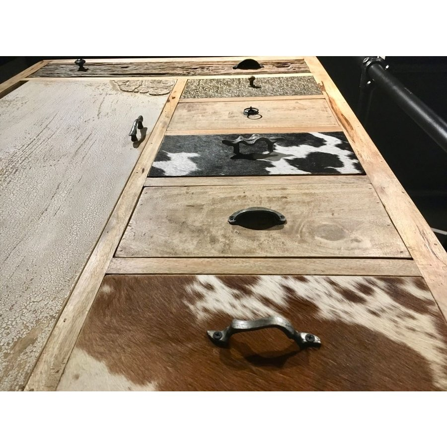 Kast met laden en deur in hout metaal en koeienhuid-3