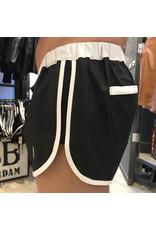 Sport shorts zwart met witte strepen