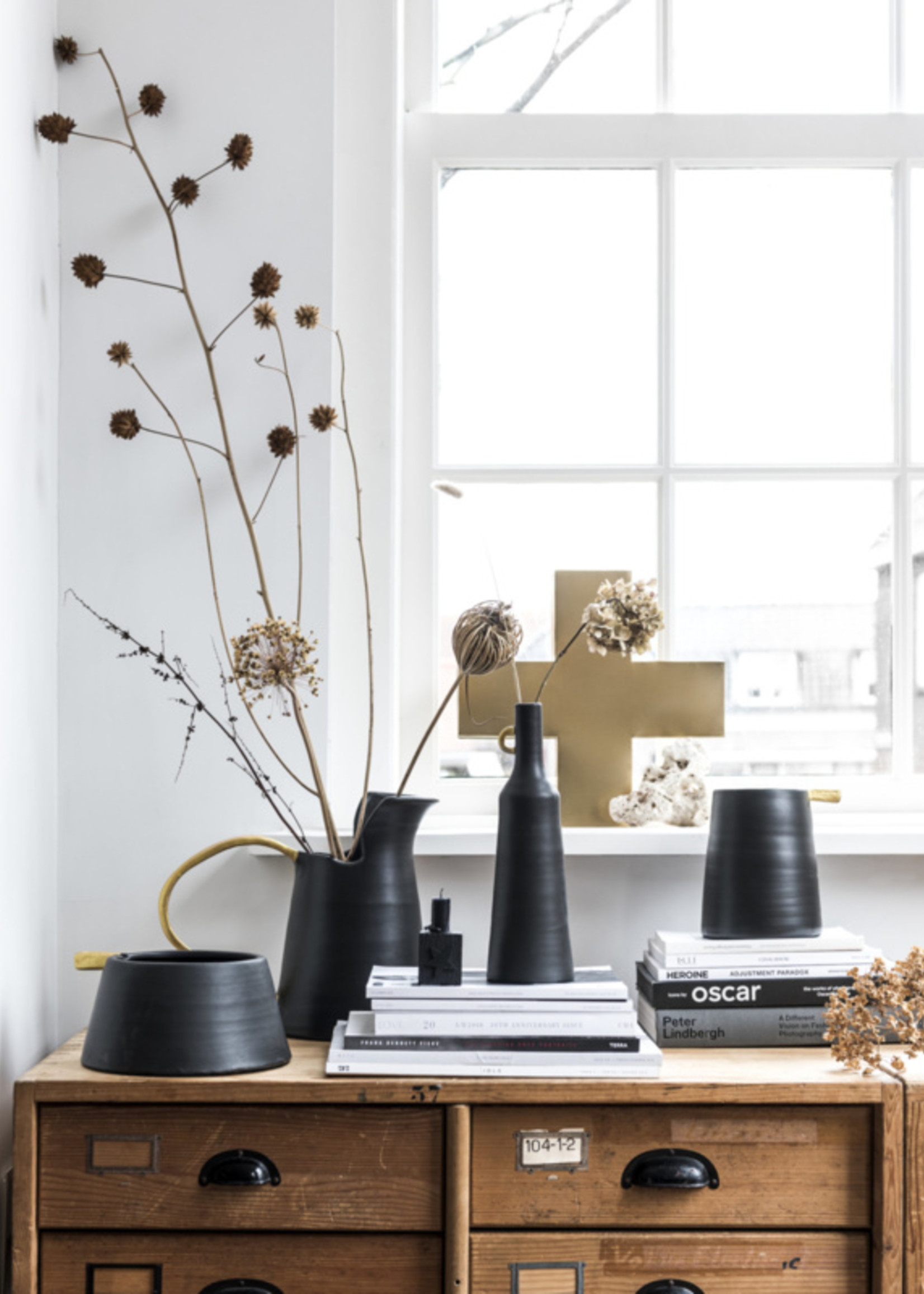 vtwonen Jug ceramic black 32cm