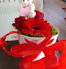 Bloemen in een hartjeskoker